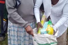 matutdeling til familier som har mistet sin inntekt