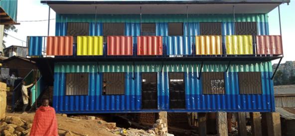 Containeren står ferdig med fine farger.